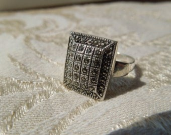Vintage Silver Ring, with Marcasites, Size 7 3/4, Stamped 925, Needs Repair