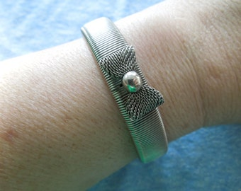 Vintage Bow Bracelet, Flexible Metal with Bow Shaped Feature