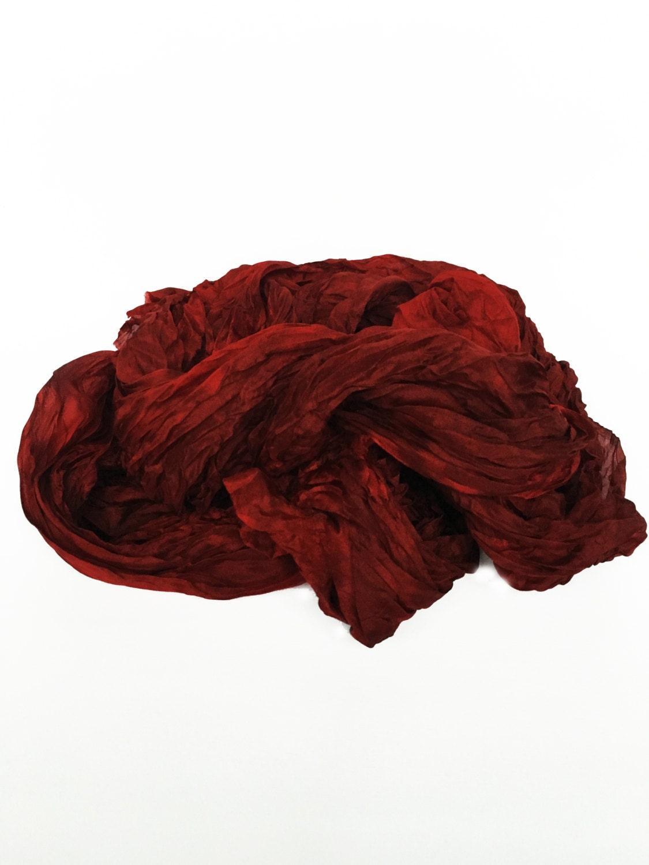 foulard en soie rouge brique de ruby diff rentes nuances. Black Bedroom Furniture Sets. Home Design Ideas