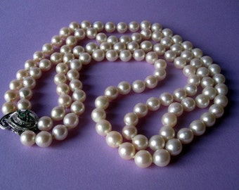 Vintage Australian White Pearls Necklace with emeralds and diamonds.