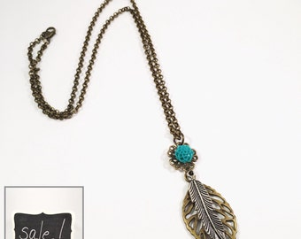 Leaves and flower necklace