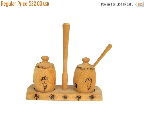 Salt and pepper shaker container wooden vintage kitchen table decor