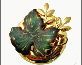 Leaf brooch Green Enamel and Gold tone Pin