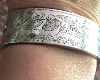 SALE 1880s Victorian Aesthetic Hinged Silver Bangle Bracelet Hand Chased w a Lovely Design Circa late 1800s