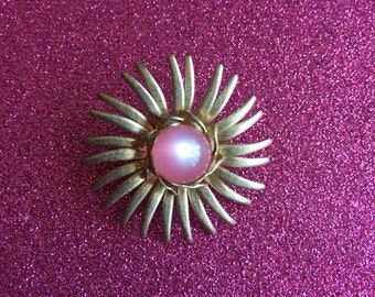 Pink Thermoset & Gold-tone Floral Starburst Brooch