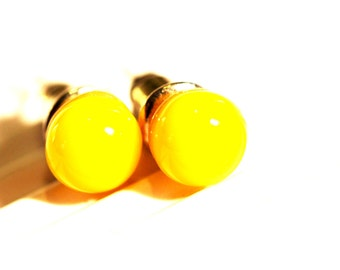 Yellow Fused Glass Stud Earrings, the size / 6 mm