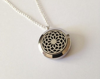 Aromatherapy necklace,Essential oil necklace,Essential oil diffuser,Essential oil,Locket necklace,Essential oil locket,Silver Locket,Mandala