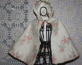 Lovely Vintage Floral Eiderdown Doll Cape