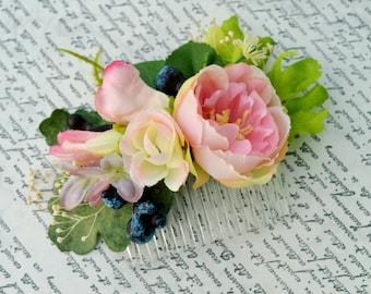 Bridal hair comb, Flower hair comb, Wedding hair piece, Blueberry headpiece, Floral hair clip, Baby breath headpiece, Pale pink hair flower
