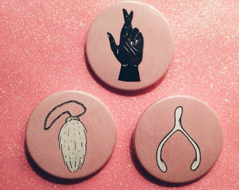 Good Luck Badge Set - Badges - Wishbone - Rabbits Foot - Superstition - Charm - Lucky - Illustration - 38mm