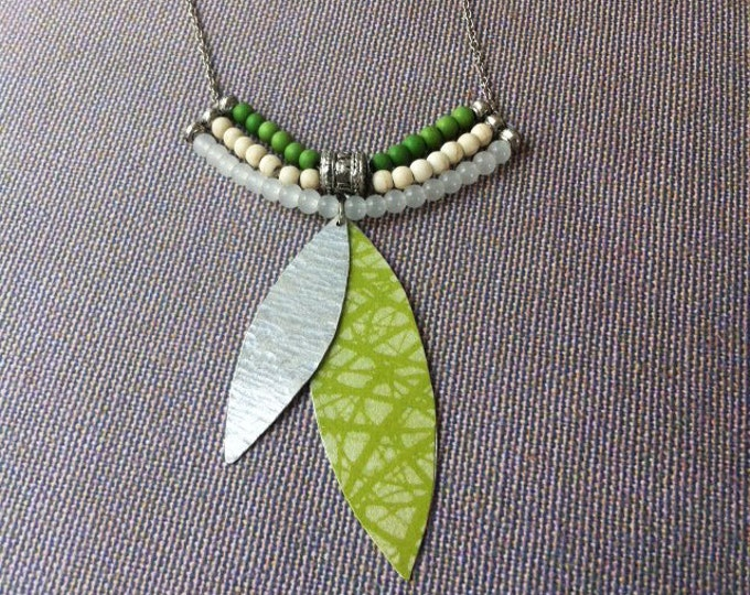 Boho necklace - paper necklace - natural stones - beaded necklace - green & white - medium size - gift for her - locket - charm necklace