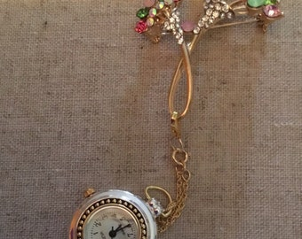 Lapel brooch watch