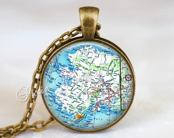 ALASKA MAP Necklace, Alaska Map Pendant, Alaska Keychain, Alaska Necklace, Alaska Jewelry, Vintage Alaska State Map, Alaska Souvenir