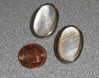 Vintage BERGERE' Silver Tone Ivory Mother of Pearl (MOP) Oval Disk Clip On Earrings