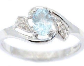 14Kt White Gold Aquamarine & Diamond Oval Ring