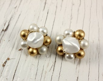 Japan White and Gold Plastic Bead Cluster Clip Earrings (vintage retro 50s 60s round pin up pinup christmas holiday simple)