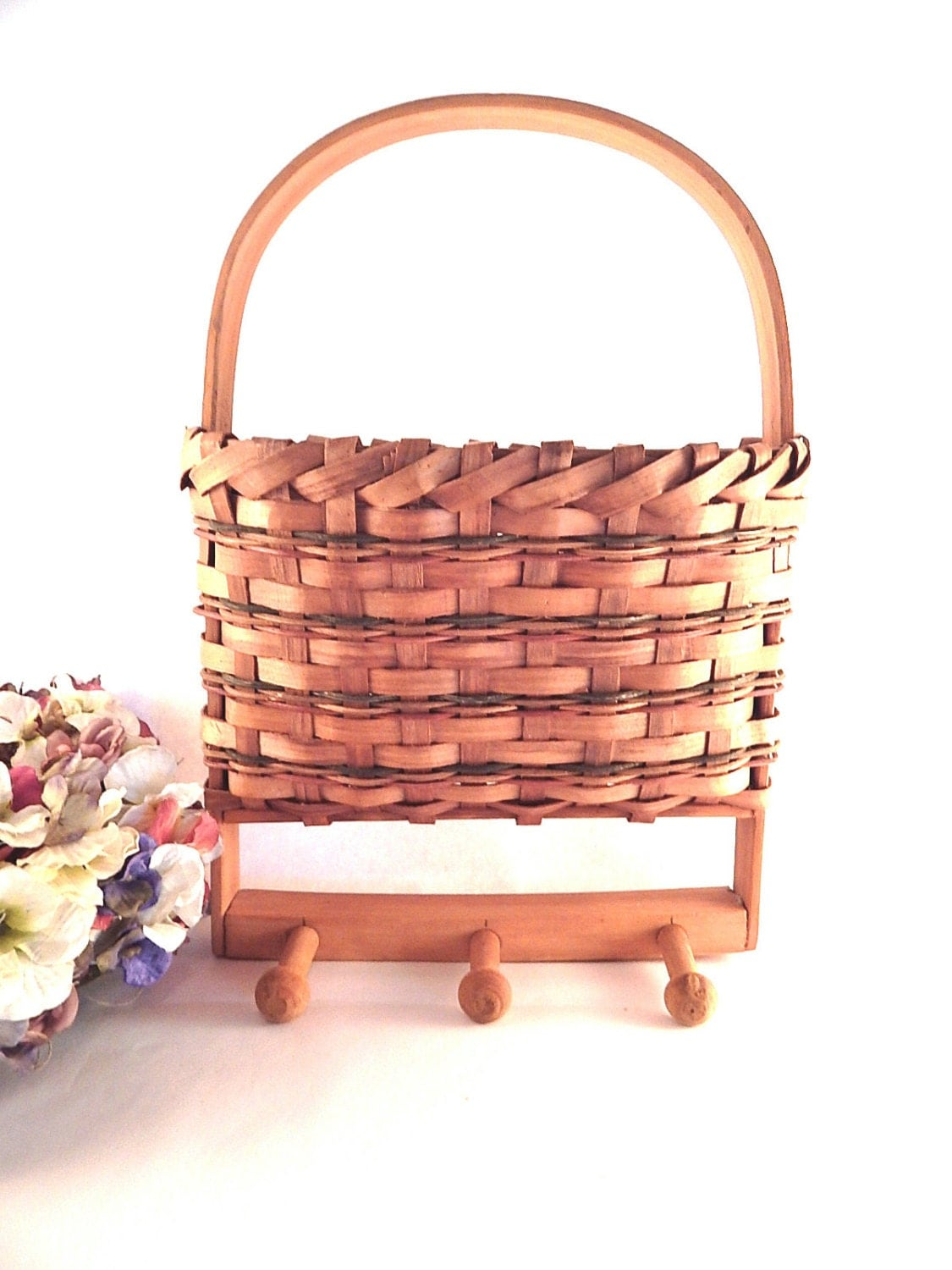 wicker pocket basket wall hanging utility pouch with peg hooks. Black Bedroom Furniture Sets. Home Design Ideas