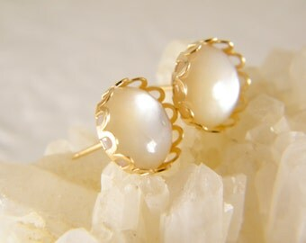 Sea shell earrings, Stud earrings, Bride earrings, 14 k gold filled earrings, Post earrings, Wedding jewelry, Gift for her, Beach earrings