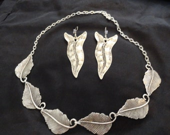 Turkish Delight Leaf Necklace and Earrings