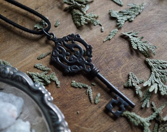 Vintage Skeleton Key Necklace - Vintage Key - Steampunk Necklace - Antique Key Necklace -