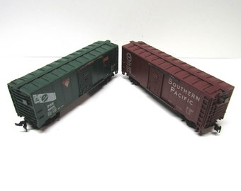 2 Vintage HO Scale Box Cars - Collectible Train Cars