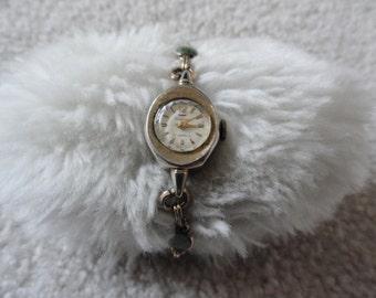 Vintage Ladies Waltham 17 Jewels Wind Up Watch