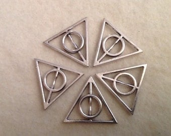 5 Triangle Pendants with Circle