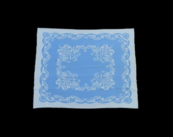 A small vintage blue and white printed cotton tablecloth, c.1940s