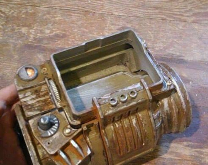 Made to order Fallout Pip boy! Will fit small phone.
