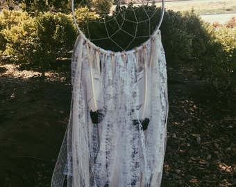 Large White Lace Dreamer