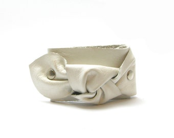 Handmade white leather knot bracelet