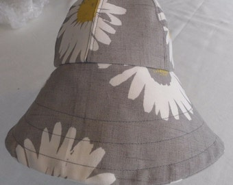 Daisy print sun hat
