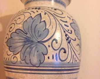 Beautiful Majolica vase by Sberna of Deruta Italian ceramic