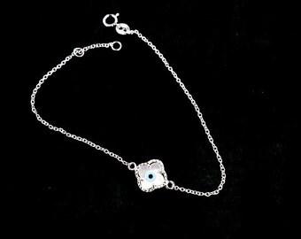 Van Cleef Alhambra design eye bracelet silver mother of pearl four leaf clover