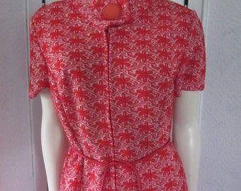 1960s Red and White Polyester Knit Short-Sleeved Shift, Size M