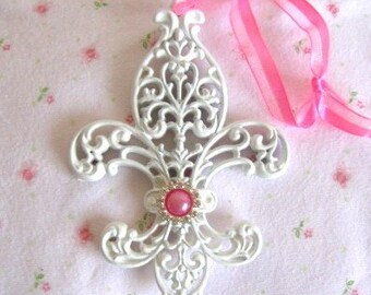 """Shabby Chic Fleur de Lis Home Decor Hanger VERY Ornate 5"""" Pink Pearl Rhinestones Paris French Chic Cottage Home Detailed Ornament"""