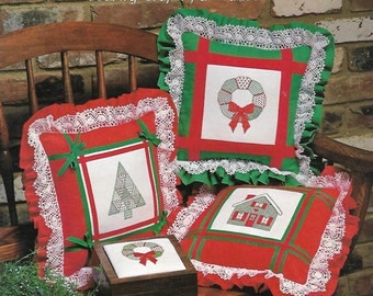 A Quilter's Christmas Delight leaflet of 3 cross stitch patterns
