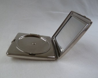 Vintage  Yardley 1950s powder compact, square silver compact. Yardley ladies compact. Ladies powder compact. Vintage collectable compact.