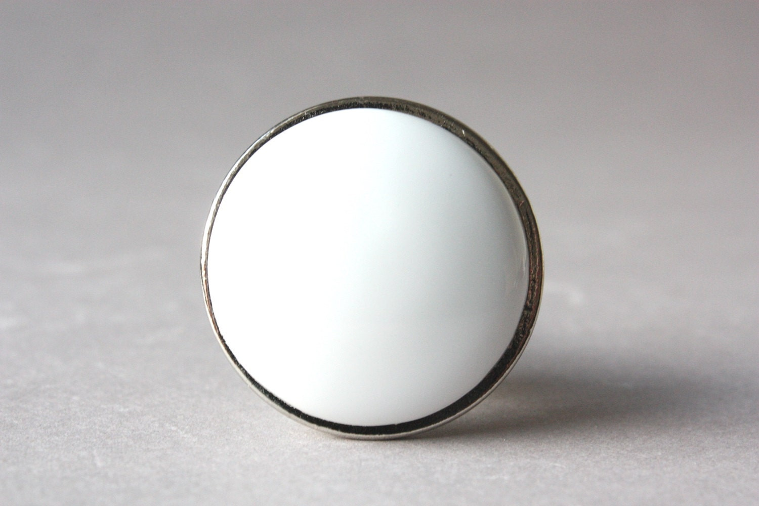 4 White Door Knobs Round Modern Drawer Pulls Upcycling