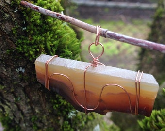 Agate pendant, wire-wrapped.