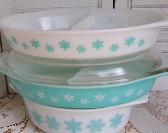 3 Vintage Pyrex Turquoise White Snowflake Casseroles Instant Collection Oval Divided Casseroles 50s Pyrex Retro Kitchenware