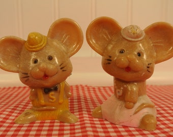 Mouse salt and pepper shakers / Plastic mice JSNY 1950's