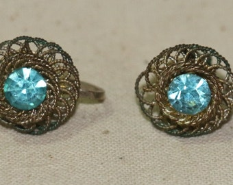 Vintage Stunning Gold Tone Filigree With A Pale Blue Stone Screw Back Classic Earrings