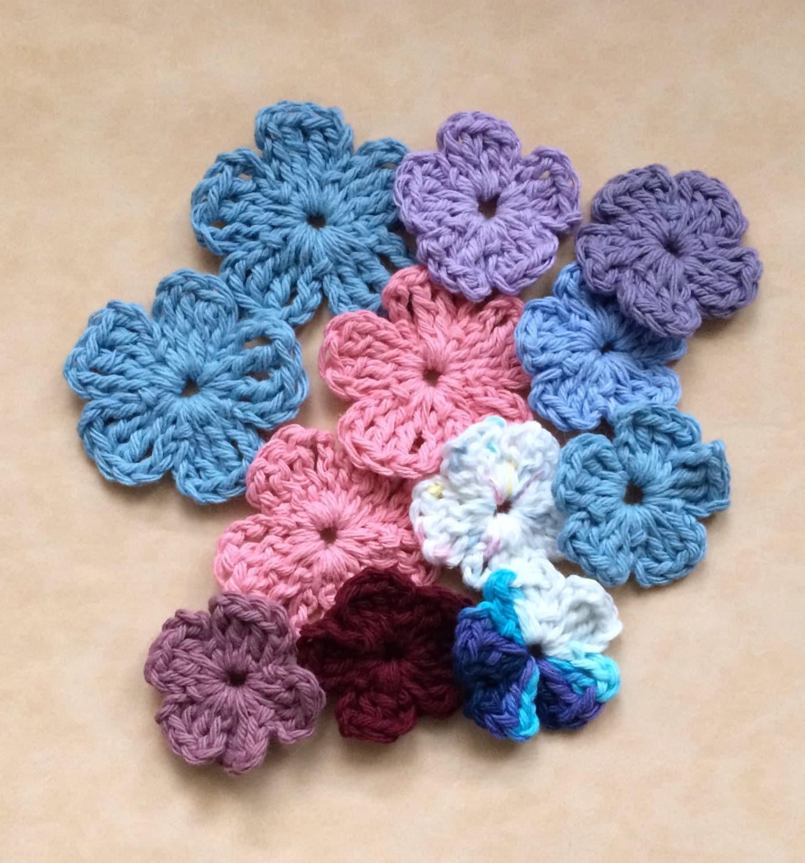 Crochet flowers flower applique small craft flowers for Small flowers for crafts
