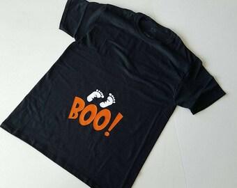 Women's pregnancy announcement shirt - BOO baby feet - Halloween shirt - UNISEX tshirt