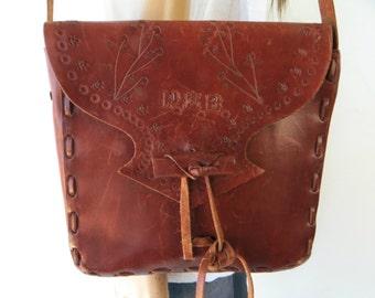 TAKE 40% OFF 70's Tooled Leather Crossbody bag change purse / Leather handbag / Messenger bag / Brown leather bag /