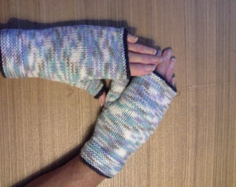Snug fit, fingerless gloves, warm and cosy.