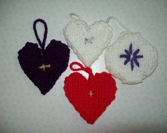 Knitted Christmas tree decorations: Hearts and Lanterns. Selection