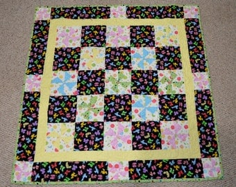 Adorable and Bright Baby Quilt