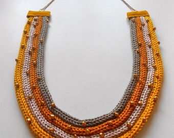 Mustard Necklace Tricot effect
